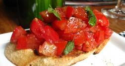 Bruschetta Pomodoro: tomate italiano e manjericão