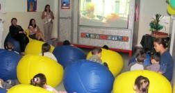Casinha de Filmes, espaço feito com materiais reciclados, instalado na creche Professor Lauro Fonseca de Souza