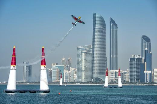 Abu Dhabi foi o cenário da volta do Red Bull Air Race após três anos