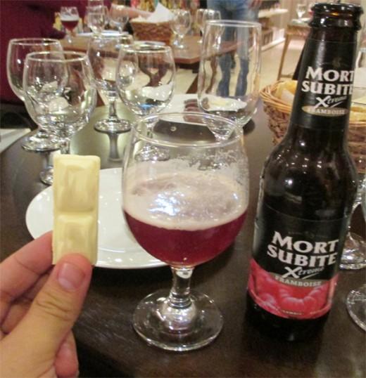 A cerveja belga Mort Subite Xtreme Framboise harmonizada com chocolate branco (Foto: Marcos Garcia/PPOW)