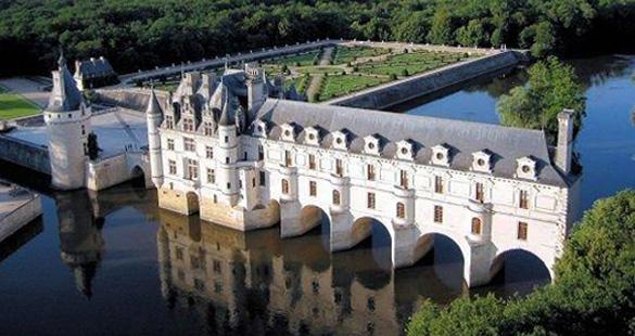 Reluzentes Castelos e Deliciosos Vinhos