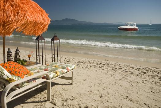 Hotel está há 50 metros da praia (Foto:Divulgação)