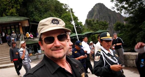 Bono visita o Peru