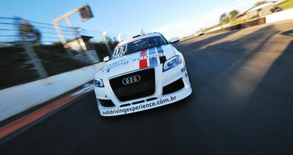 Audi realiza cursos de pilotagem em Interlagos