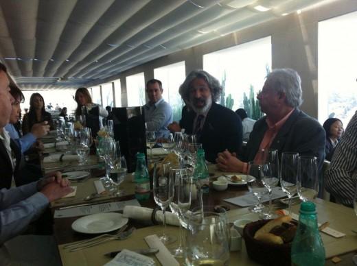 Brett Berish (centro) da Maison Cattier que produz o grande Champagne Armand de Brignac