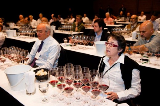 Luiz Gastão e Silvia Franco com a artilharia de grandes vinhos do Piemonte