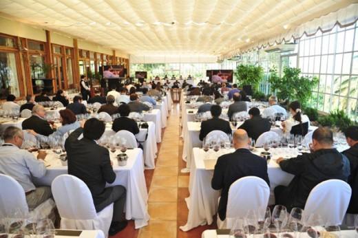 Sala de Eventos das Termas de Jahuel lotada para a hist—rica degusta‹o de 16  safras do Grande Seña