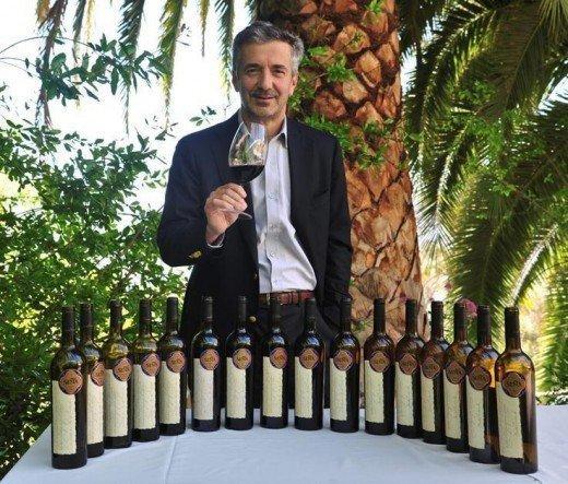 Eduardo Chadwick com as 16 safras de seu mais prestigiado vinho, o Seña