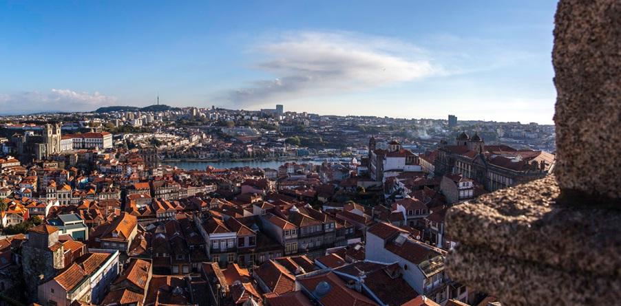 Torre dos Clérigos na cidade do Porto, Portugal