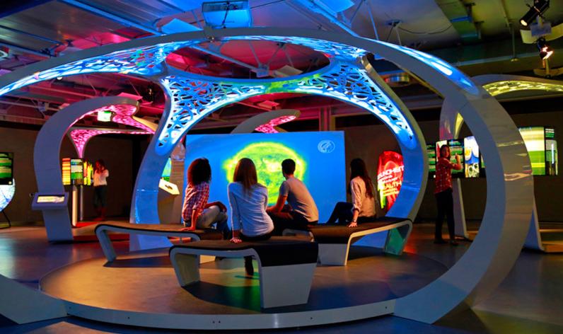 """Exposição """"Túnel da Ciência Max Planck"""""""