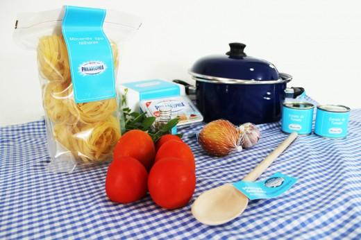 Ingredientes para o Macarrão com molho de tomate e cream cheese (Foto: Marcos Garcia/PPOW)