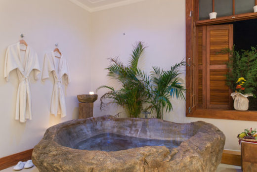 Banheira de Pedra - Spa Mata Atlântica by L'Occitane - Pousada Quinta dos Pinhais