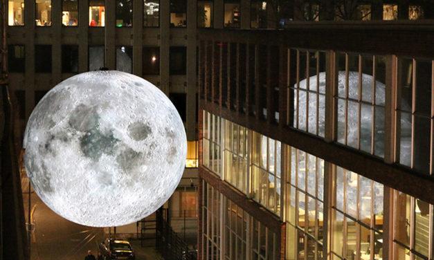 O Museu da Lua em instalação por Luke Jerram