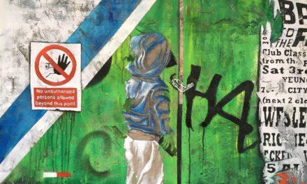 Artista francesa recria muros de metrópoles em obras com referência urbana