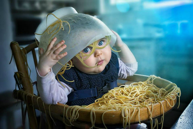 Pai apaixonado por fotografia e photoshop transforma filhas em criações surrealistas