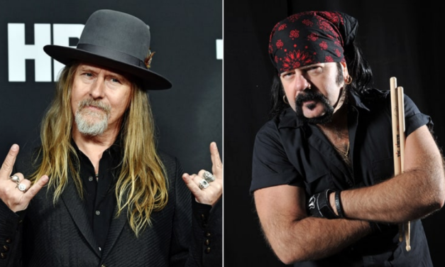 Jerry Cantrell do Alice in Chains presta homenagem a Vinnie Paul durante show
